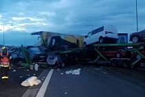 Nehoda tří kamionů.