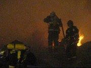 Požár na pražském výstavišti zničil levé křídlo Průmyslového paláce.