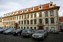 Hlavní průčelí Valdštejnského paláce na stejnojmenném náměstí na Malé Straně.