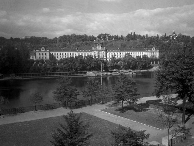 Strakova akademie. Archivní fotografie.