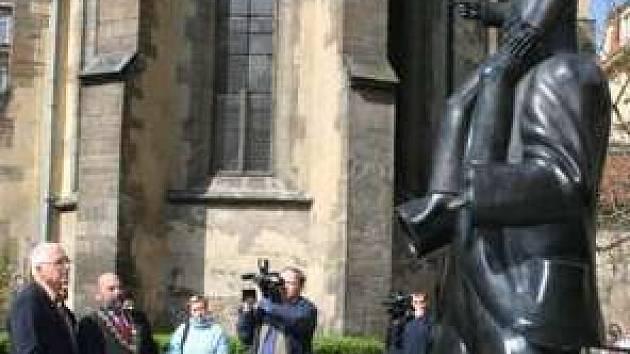 Pomník Franze Kafky v Praze.
