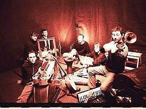 WORLD MUSIC. Jeden z členů francouzské kapely Rageous Gratoons, kteří vystoupí zítra v Lucerna Music Baru.