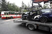 Před osmou ranní se v Gončarenkově ulici stala dopravní nehoda autobusu číslo 124 s osobním automobilem Opel Vectra.