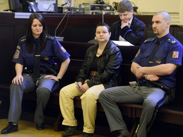 Pražský městský soud začal 6. března projednávat případ Michelle Sudků, která loni v červenci ubodala zákaznici v nákupním centru na pražském Smíchově.
