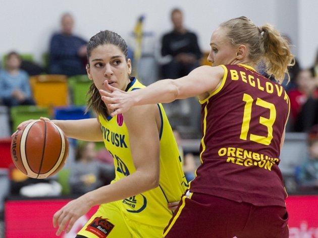 Zleva Marta Xargayová z USK a Jelena Beglovová z Orenburgu.