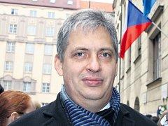 U Hlávkovy koleje pro Pražský deník zavzpomínal na listopadové události roku 1989 Jiří Dienstbier, ministr pro lidská práva, který byl před 25 lety přímým účastníkem pochodu z Albertova.