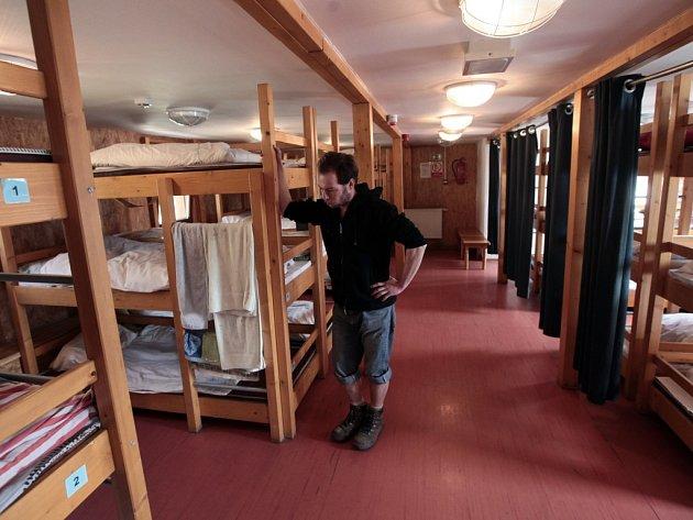 Loď Hermes. Lidé bez přístřeší tam najdou teplo a čistou postel, domov jim ale nahradit nemůže.