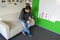 Zatímco jeho vrstevníci dostávají rady do života od rodičů, Kryštof převzal iniciativu sám. Na sociální síti si našel neziskovou organizaci Nadání a dovednosti, která nabízí mladým lidem z dětského domova či pěstounské péče zdarma tříměsíční kurz.