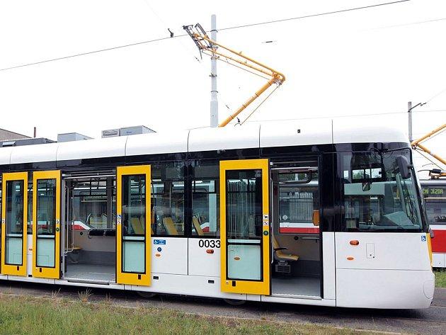 Nízkopodlažní tramvaj EVO1, přezdívaná 'Evička'.