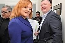 Lobbista Ivo Rittig u Městského soudu v Praze. Na snímku s advokátkou Katarínou Kožiakovou Oboňovou.