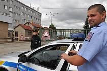 Nález torza ženského těla vyšetřuje od středečního časného rána oddělení vražd kriminálky pražské policie. Z třídírny odpadu v ulici Ke Kablu ve Štěrboholech ohlásili zaměstnanci čtyři hodiny po půlnoci nález trupu bez hlavy a bez nohou.