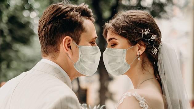 od 1.4.12222 jsme zavedli POPLATEK za zkoušení svatebních šatů ve výši 200 Kč/hod.