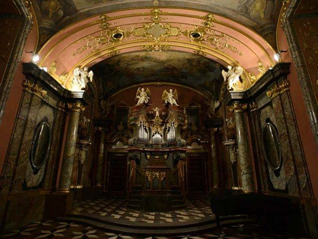Varhany v Zrcadlové kapli Klementina