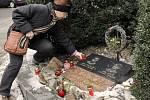 Briefing k odkazu Jana Palacha u jeho pomníku před Národním muzeem.