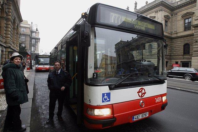 7. února 2009 vyjela ve dvacetiminutovém intervalu zvláštní Cool tour autobusová linka v trase Staroměstská – Řásnovka – Muzeum – Výtoň a zpět.