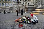 Pieta za Jana Palacha v Praze - Lidé nosili květiny a zapalovali svíčky 16. ledna 2020 u památníku Jana Palacha před budovou Národního muzea na Václavském náměstí v Praze.