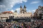 Slavnostní zahájení prvního ročníku tenisového Laver Cupu, které se konalo 20. září na Staroměstském náměstí v Praze.