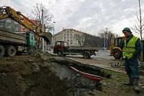 HAVÁRIE VODY V SOKOLOVSKÉ ULICI. Praha by potřebovala obnovit značně zastaralou kanalizaci.