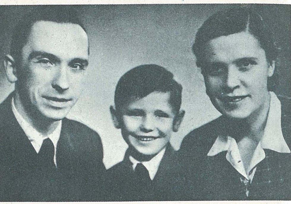 Šťastná rodina. Larysa, její manžel Jan a syn Jurka prožili v Praze přes deset spokojených let. Rozděleni byli v roce 1948.
