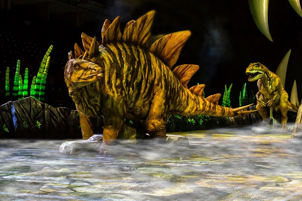 Stegosaurus a Allosaurus.