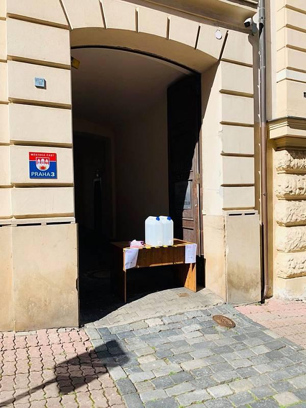 Praha 3 nabízí občanům dezinfekci.