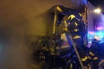 Hasiči likvidovali požár kamionu v Lochkovském tunelu.