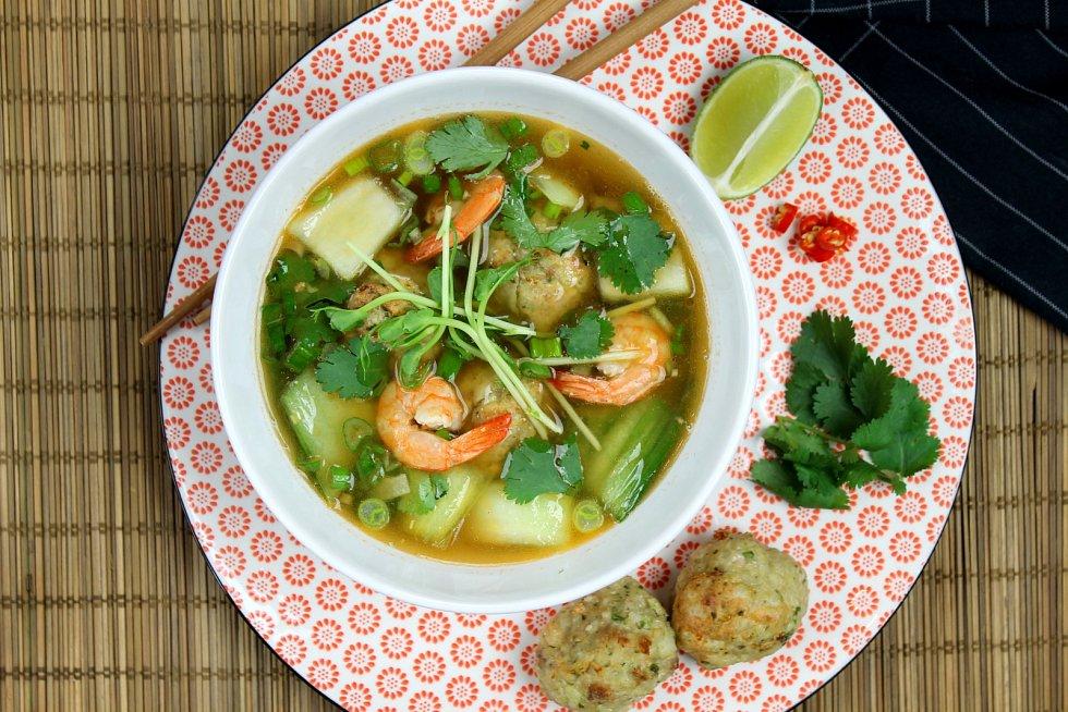 Pokud hledáte něco exotického, můžete si připravit polévku z krevet