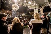 Po celém Česku se díky Deníku 13. prosince  zpívaly koledy. Nejinak na pražském Staroměstském náměstí.
