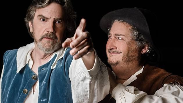 Herci Lane Davies a Jerry Winsett jako Don Quijote a Sancho Panza.