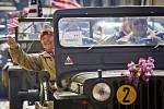 Historická vozidla, která tvoří Konvoj osvobození, se v pátek 25. dubna 2014 sjela před americké velvyslanectví v Praze a poté se vydala na cestu po západních Čechách, které v roce 1945 osvobodila americká armáda.