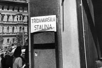 Stalinova třída (dříve Schwerinova třída) v Praze krátce po válce.