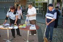 Policie poskytovala lidem u obchodního centra Eden rady k zabezpečení bytů před zloději.