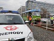 Nehoda tramvaje a osobního vozu. Ilustrační foto.