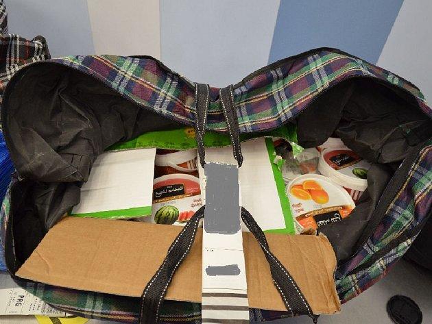 Čtyřicet kilogramů pašovaného tabáku do vodní dýmky nedojelo na místo určení. V pondělí spadla klec na Letišti Václava Havla Praha