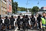 Pochod fanoušků Baníku Ostrava na Letnou.