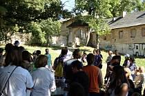 Na piknik věnovaný Cibulce dorazilo asi sto lidí.