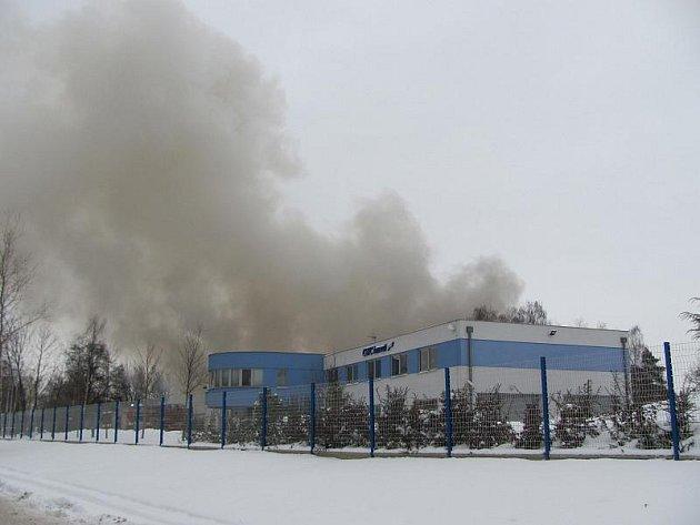 Požár velkého skladu v Polygrafické ulici v Malešicích.