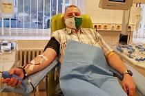 Strážník pražské městské policie Petr Růžička daruje krev a její složky pravidelně.