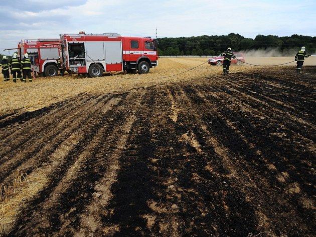 Středočeští hasiči vyjížděli v uplynulém týdnu k množství požárů. Většinou za ně mohla nedbalost.