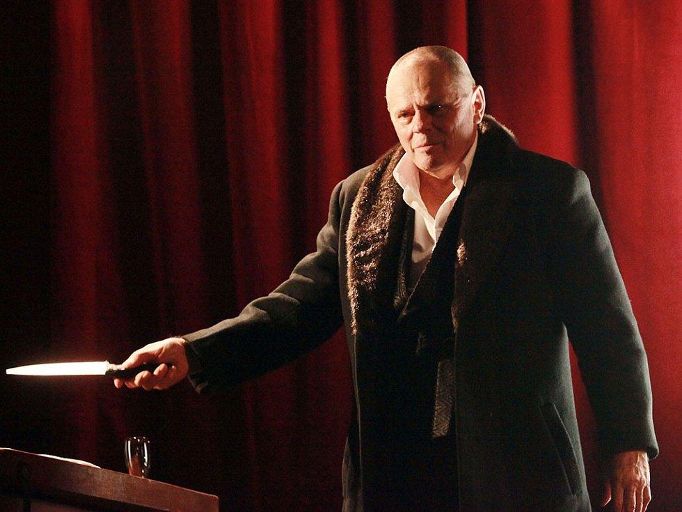 Jezerka avizuje další českou premiéru, navíc s exkluzivním hostem v titulní roli. Dlouho očekávanou novinkou je Shylock v podání charismatického herce Milana Kňažka.