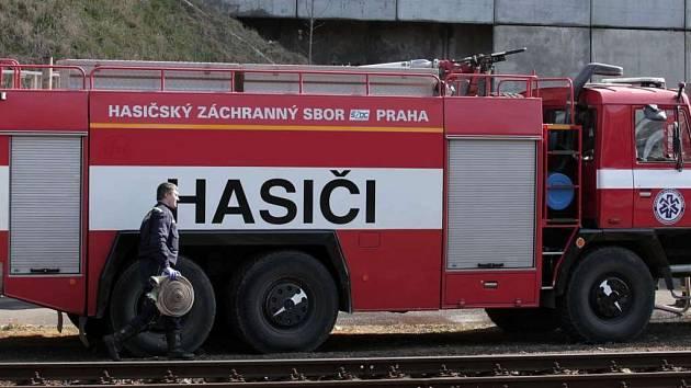 Život člověka si v pondělí 10. března 2014 dopoledne vyžádal požár zdi u pražského hlavního nádraží - mezi technologickou plochou za kolejemi sedmého nástupiště a Španělskou ulicí.