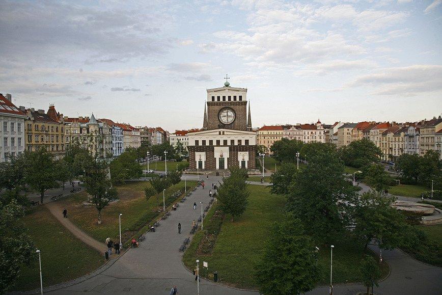 Kostel Nejsvětějšího Srdce Páně v Praze na Náměstí Jiřího z Poděbrad na Vinohradech je moderní monumentální kostel slovinského architekta Josipa Plečnika z přelomu dvacátých a třicátých let 20. století.