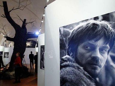 Vernisáží byla 14. února zahájena na Pražském hradě v Konírně výstava fotografií Vláčil se snímky z jeho filmů Markéta Lazarová a Údolí včel.
