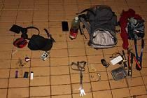 Policie zadržela podezřelé z mnoha vloupání. Výbava zadržených.