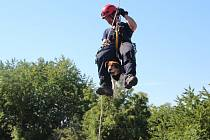 Hasiči uspořádali v Říčanech součinnostní výcvik s kynology pražských strážníků.