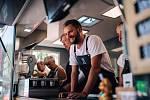 Sociální podnik Gule Food Truck zaměstnává osoby se zdravotním postižením.