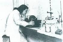 Eva Smolková v laboratoři.