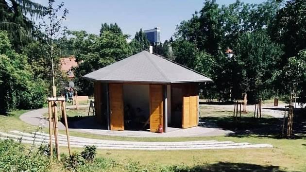 Zahrada v areálu ZŠ Jeremenkova.