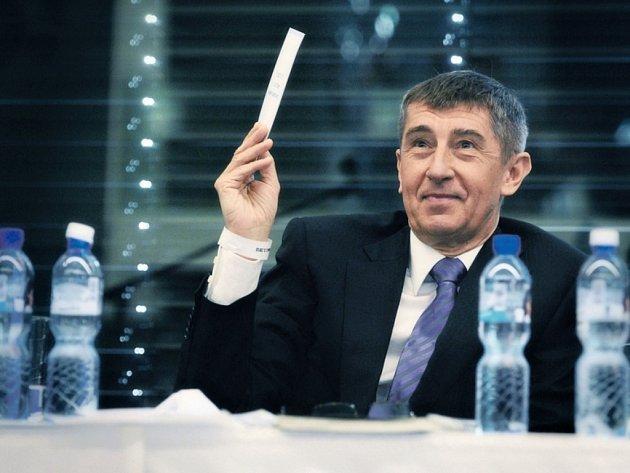 Předseda hnutí ANO Andrej Babiš při hlasování v rámci celostátního sněmu svého hnutí před třemi lety.