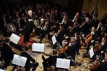 Vídeňská filharmonie s dirigentem Danielem Barenboimem zahájila Pražské jaro.